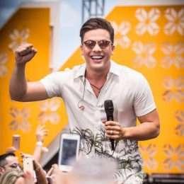 """Wesley Safadão alcança 2º lugar no Top 100 da Billboard Brasil com """"Ar Condicionado No 15"""""""