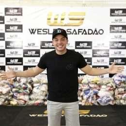 Wesley Safadão realiza entrega de alimentos arrecadados em show