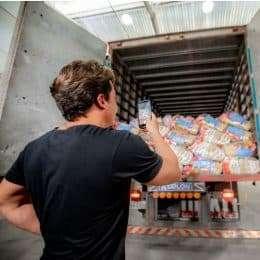 Wesley Safadão doa 20 toneladas de alimentos através da ONG Sooder Maria